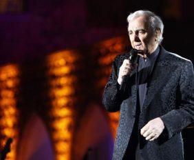 417952-aznavour-de-retour-sur-scene-a-los-angeles