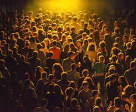 955819-le-lieu-unique-a-nantes-festival-assis-debout-couche